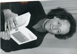 Photo De Presse - ECRIVAIN  -   BERNARD NOEL   Prix De La Poésie Pour  13 Cases Du Je - Personnes Identifiées