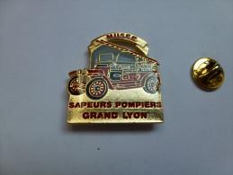 Beau Pin´s , Pompiers SP , Musée Des Sapeurs Pompiers Grand Lyon , Camion échelle - Brandweerman