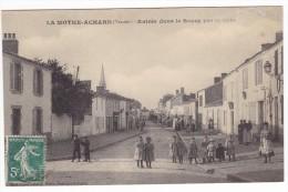 LA MOTHE ACHARD. - Entrée Dans Le Bourg Par La Gare. Cliché Assez Rare - La Mothe Achard