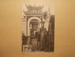 Carte Postale - TONKIN - Haiphong - Bonze à L´entrée De La Pagode De Chû Ha (100/101) - Indochina (1889-1945)