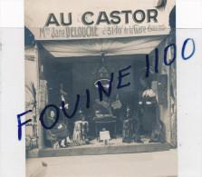 PHOTO SOUPLE Au Format De 11 X 13,5 Cm AU CASTOR  Mme Jane DELOUCHE  31 Avenue De La Gare à BOURGES ( Fourrure ) - Bourges