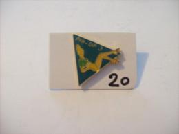 PIN´S -  Pin - Ups - N° 3  Assise    (20) Voir Photo - Pin-ups