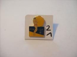 PIN´S -  Pin - Ups - N° 4 - En Maillot Et Soleil    (21) Voir Photo - Pin-ups
