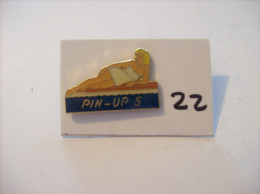 PIN´S -  Pin - Ups - N° 5 - Allongée   (22) Voir Photo - Pin-ups