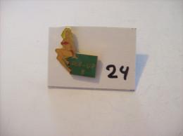 PIN´S -  Pin - Ups - N° 8 - Maillot Rouge    (24) Voir Photo - Pin-ups
