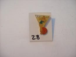 PIN´S -  Pin - Ups - N° 12 - Maillot Vert Et Ballon De Plage   (28) Voir Photo - Pin-ups