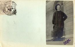 CPA -  CARTE PHOTO  -  Etudiant En Costume D'époque -  1901  -  Photo  M.  Bihotte - Cachet Marseille Avenue Du Prado - Ecoles