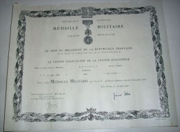 DIPLÔME DECORATION  Médaille Militaire Attribuée à Un GENDARME - Francia