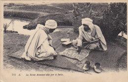 Croyances - Astrologie - Signes -  Afrique Du Nord  Bonne Aventure Dans Le Sable - Militaria Train - Astrology