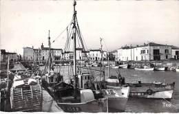 ILE DE RE 17 - Port De La FLOTTE En RE ( Chalutiers Café Français ) - CPSM Dentelée Noir Blanc PF Années 60 - Charente M - Ile De Ré
