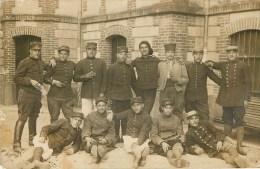 CARTE PHOTO - GROUPE DE POILUS - MAJORITE DU 140° R.I. De MARSEILLE - CARTE EN BON ETAT. - Guerra 1914-18