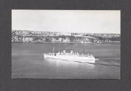 BATEAUX - SHIP - OCEAN LINER - PAQUEBOT DU CANADIEN PACIFIQUE - EMPRESS EN FACE DE LÉVIS QUÉBEC - Steamers