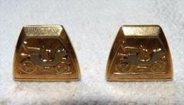 MAGNIFIQUE ANCIENNE PAIRE BOUTON DE MANCHETTE PLAQUE OR DECOR TACOT VOITURE  2 X 1.5  CM ENVIRON - Bijoux & Horlogerie