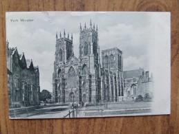 46262 POSTCARD: YORKSHIRE: York Minster. - York