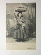 J128 * PORTUGAL. Costumes. Vendedora De Galinhas / Chiken Saleswoman - Europe
