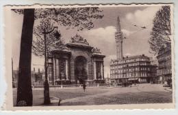 CPA Lille, Porte De Paris Et Beffroi De L'Hôtel De Ville (pk22905) - Lille