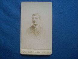 Photo CDV A. Capelle à Paris  - Portrait  Homme Avec Cravate  L214 - Old (before 1900)