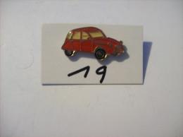 PIN´S -  2 Ch - La Duduche !!!! La 2 Chevaux  Rouge   -voir Photo ( 19 ) - Citroën