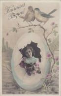 Belle CPA  HEUREUSES PAQUES  Jolie FILLETTE Sortant D' Un GROS OEUFS  FLEURS  OISEAUX - Easter