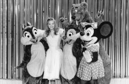 Photo De Presse -  TELEVISION -  SALUT DES MICKEYS   Avec  DOUCHKA   En 1984 - Personnes Identifiées