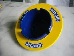 Cendrier (bakélite) Ricard - Métal
