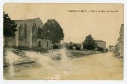 16- SALLES-d'ANGLES - Eglise Et Route De Cognac - Animée - Voir Scan - Altri Comuni