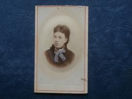 Photo CDV  Wulff Bd St Martin à Paris Portrait Jeune Femme (bijoux Rajoutés) - Colorisée - Embossée - Circa 1875 - L215 - Photos