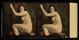 Photo Stéréoscopique JEUNE FEMME NUE Et TAPISSERIE     H188  Début XXe - Stereoscopic