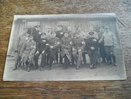 Carte Postale Photo Ancienne Groupe De Militaires Avec Brassard Croix Rouge, Guerre 1914/18 - Guerre 1914-18