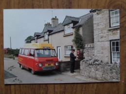 46519 POSTCARD: ROYAL MAIL BUS SERVICE. 31/10/1977 FIRST JOURNEY. Rhyl-Meriadog Postbus (WM 3: RCJ 364R). - Postal Services