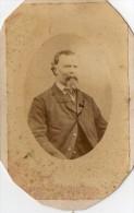 PHOTO  TRES  ANCIENNE  -   PORTRAIT  Tiré Le 29 Janvier 1869.   ( Voir Scan Recto - Verso) - Old (before 1900)