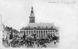 CPA - ARMENTIERES (59) - Aspect De La Place De La Mairie Un Jour De Marché En 1900 - Armentieres