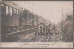 75 -PARIS--Greve Generale Des Chemins De Fer--Train Arreté En Pleine Voie---animé - Grèves