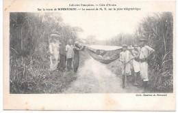 COTE D´IVOIRE - Colonies Françaises - Sur La Route De BONDOUKOU - Le Convoi De M X Sur La Piste Télégraphique - Côte-d'Ivoire