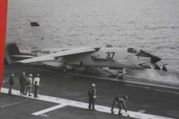 "21-12-1979-ARCHIVE MILITAIRE REPORTAGE PHOTOGRAPHIQUE PHOTO PORTE-AVION""FOCH""MER-MANOEUVRE-APPONTAGE>AVION CHASSE MARINE - Boats"