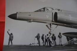 "21-12-1979-ARCHIVE MILITAIRE REPORTAGE PHOTOGRAPHIQUE PHOTO PORTE-AVION""FOCH""MER-MANOEUVRE-APPONTAGE>AVION CHASSE MARINE - Boten"