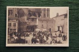 TOUL - Place Du Marché Et L'Eglise Saint Gengoult - Toul