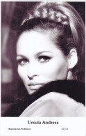 URSULA ANDRESS - Film Star Pin Up - Publisher Swiftsure Postcards 2000 - Artiesten