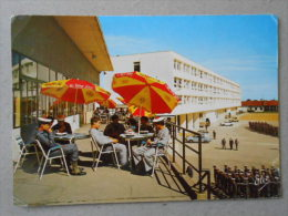 CP 33 Centre De Formation Marine D'HOURTIN  - La Caserne Jean Bart Vue Du Foyer - Marins En Rangs Défilé - Voitures - Other Municipalities