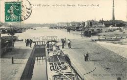 42 ROANNE Quai Du Bassin Ecluse Du Canal Animée Avec Péniche - Roanne