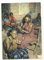 Afrique En Couleurs. Séance De Coiffure IRIS 7021 - Nigeria