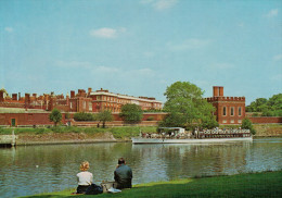 MIDDLESEX    HAMPTON  COURT  PALACE   VIEW  ACROSS RIVER THAMES   (NUOVA) - Middlesex