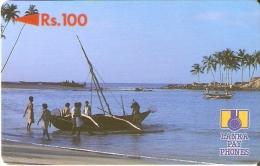 TARJETA DE SRY LANKA DE Rs.100 DE UNOS PESCADORES CON LA BARCA (2SRLB) - Sri Lanka (Ceilán)