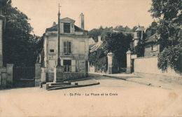SAINT PRIX - La Place Et La Croix - Saint-Prix