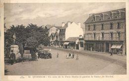 56 QUIBERON UN COIN DE LA PLACE HOCHE  CARTE  AYANT  VOYAGE - Quiberon