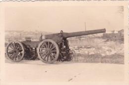 PHOTO ORIGINALE 39 / 45 WW2 WEHRMACHT FRANCE LE HAVRE VIEUX CANON FRANÇAIS 14/18 ABANDONNE PENDANT LA BATAILLE - Guerra, Militari