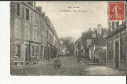 Ploermel  56   La Rue Des Forges Animée-Epicerie Et Café - Ploërmel