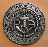 MARINE - Très Belle Médaille Ancienne Du Port Autonome D'Abidjan En Côte D'Ivoire En Métal Argenté - Boats