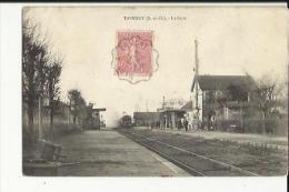 Taverny  95    La Gre Et Les Quais Animés--Train Entrant En Gare - Taverny