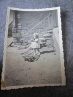 Photos Originale D Une Petite Fille Bernadette En 1950 Et Sa Poussette - Non Classés